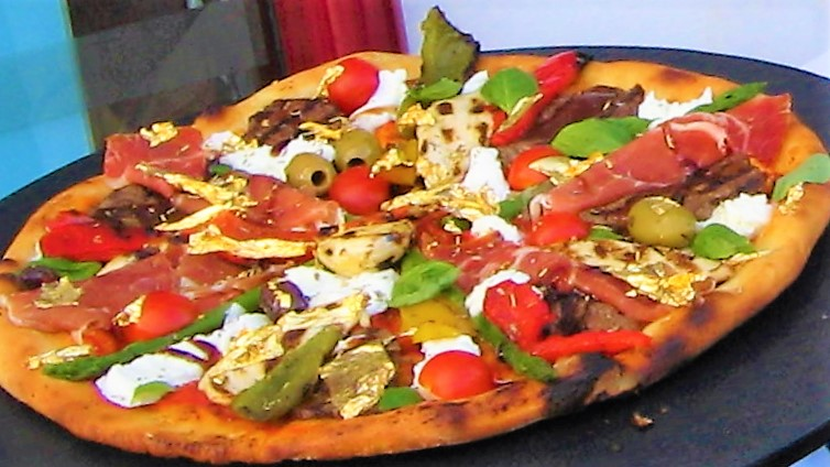 Pizza Royale 007 Karya Restoran Domenico Crolla