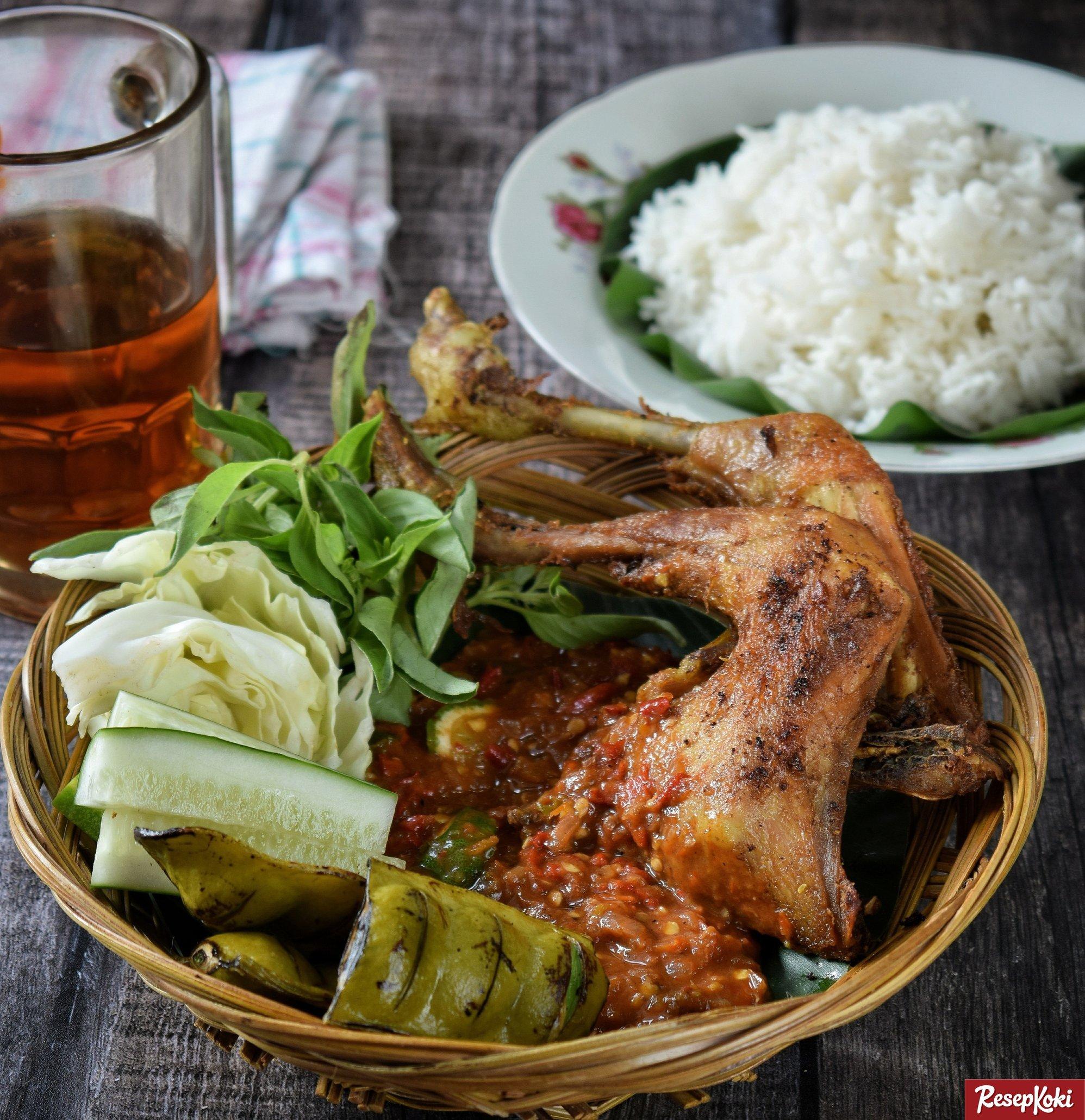 Resep Sambal Pecel Ayam dan Manfaat Daging Ayam